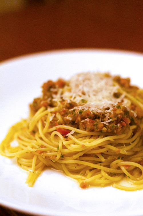 Spaghetti with raw tomato sauce